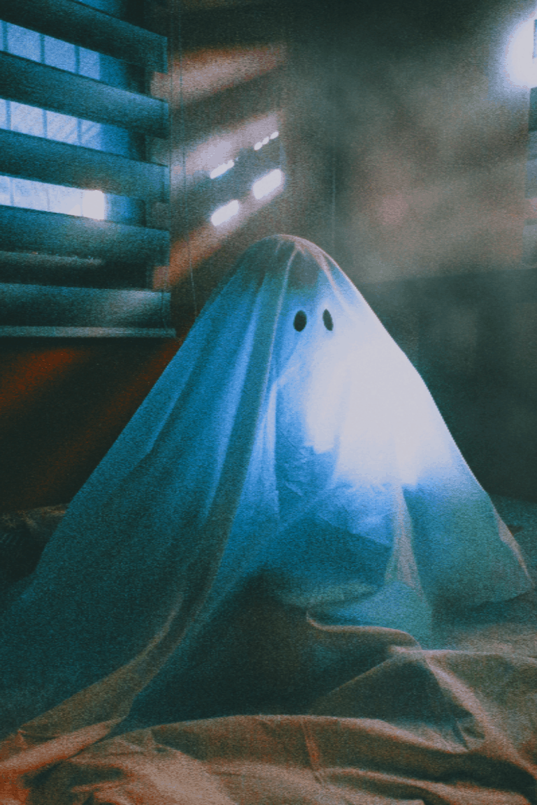 Five Ghost Encounters That Will Scare Your Pants Off